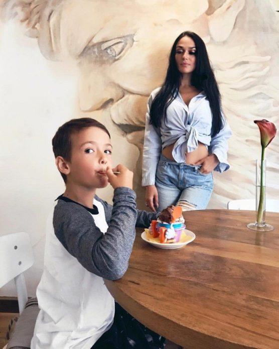 Водонаева с сыном