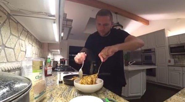 Влад Соколовский готовит