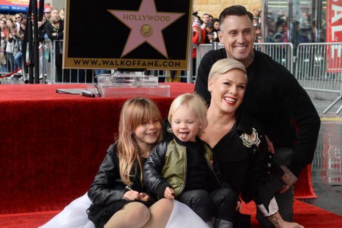 Пинк с мужем и детьми