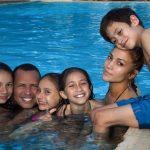Дженнифер Лопес с мужем и детьми