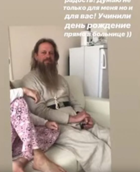 К пострадавшей в ДТП Максим пригласили священника