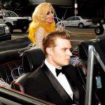 Леди Гага и Мэтью в машине