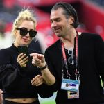 Леди Гага с женихом на матче