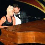 Гага и Купер за роялем