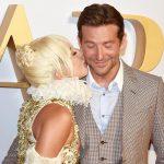 Гага целует Купера