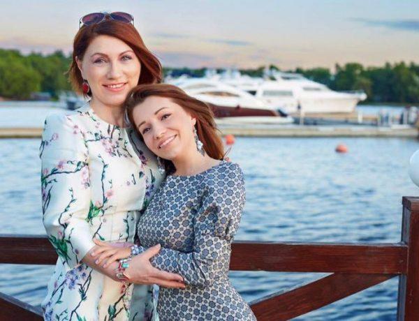 Сябитова с дочерью
