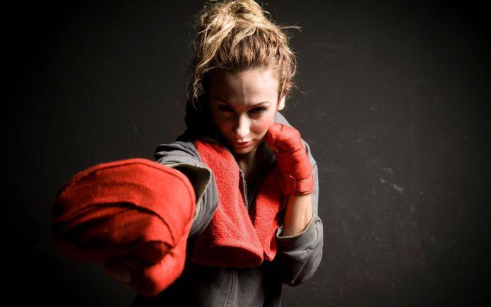 Девушка-боксёр