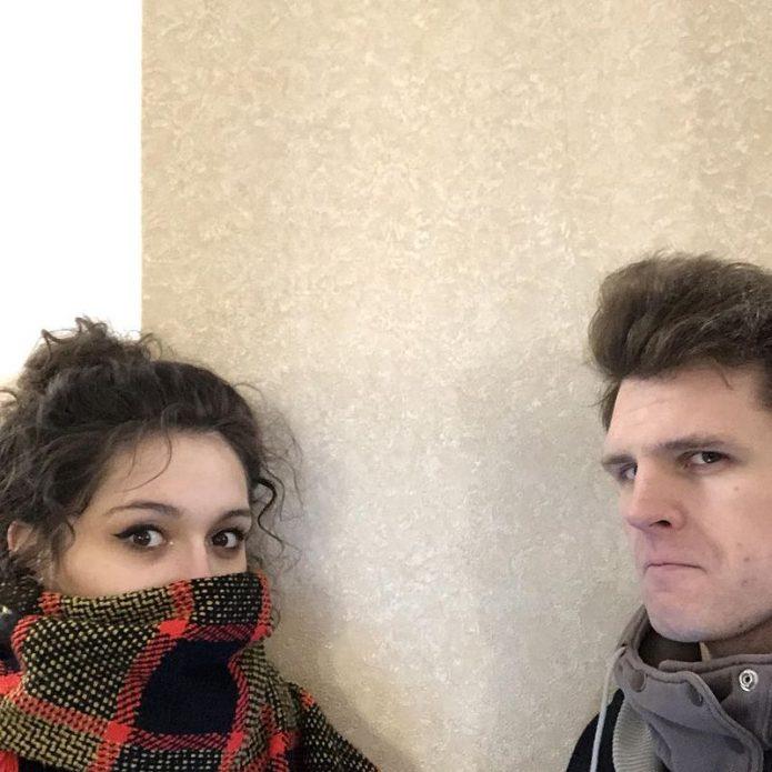 Несовершеннолетняя дочь Кончаловского переехала к парню