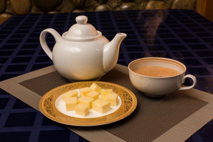 Калмыцкий чай на подносе