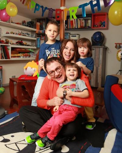 Диброва с мужем и детьми