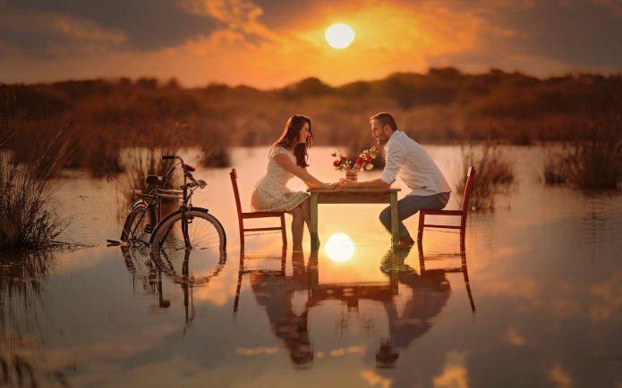 влюблённые, свидание на воде, закат