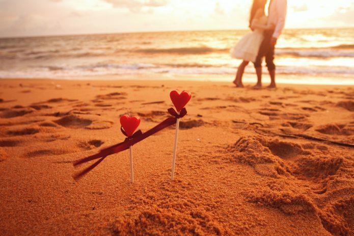 пляж, два сердца, море, солнце, влюблённые