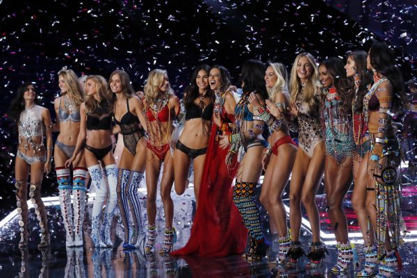 Ангелы Victoria's Secret - показ 2018