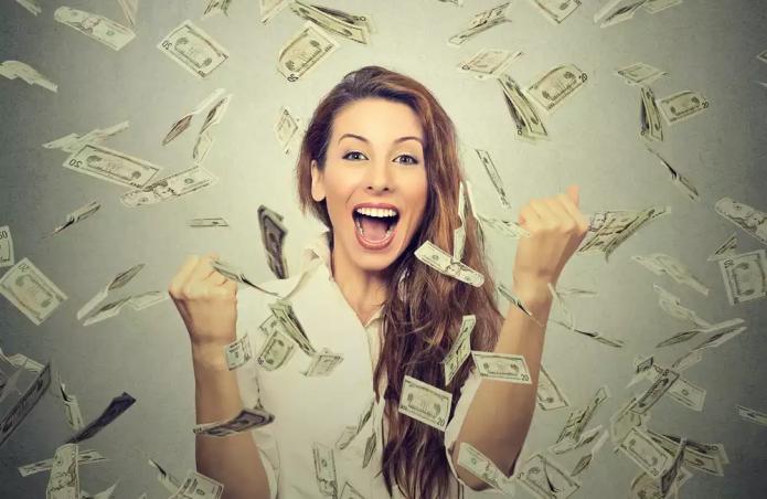 счастливая девушка, летящие доллары