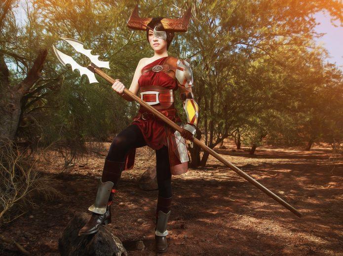 Эми Линн в образе героя компьютерной игры