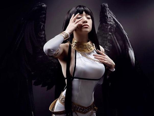 Линда Ли в образе богини-эльфа