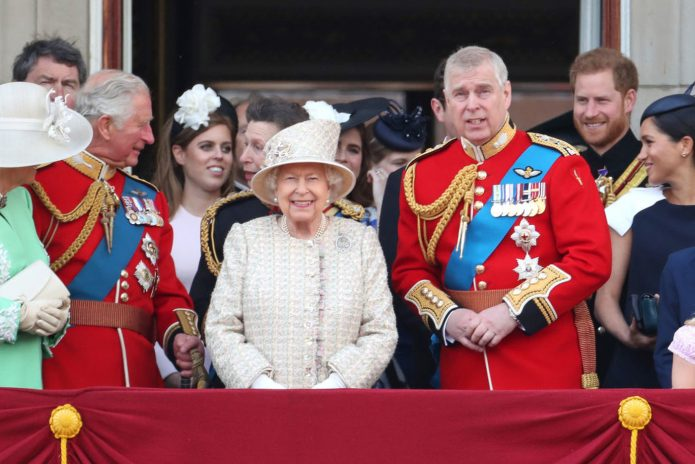 Парад в честь королевы