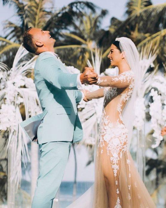 Нюша опубликовала свадебный снимок