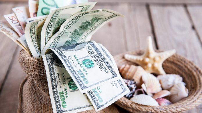 деньги, льняной мешочек, ракушки
