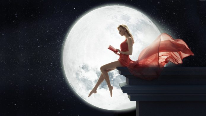 Девушка, полная луна, книга, звёзды