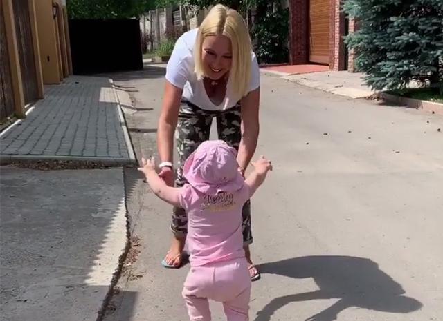 дочь Кудрявцевой первые шаги