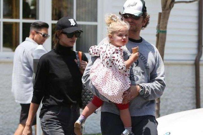 Шейк и Купер с дочерью