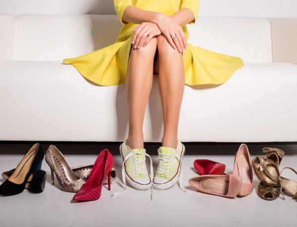 Много летней обуви