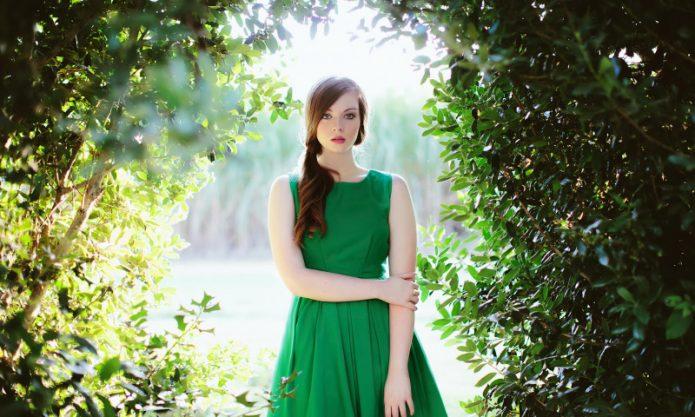 девушка в зеленом платье, лето, природа