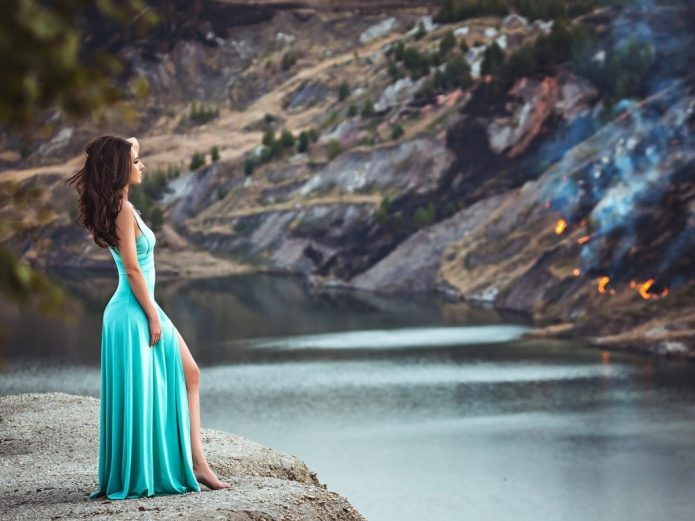 девушка в бирюзовом платье, природа, вода