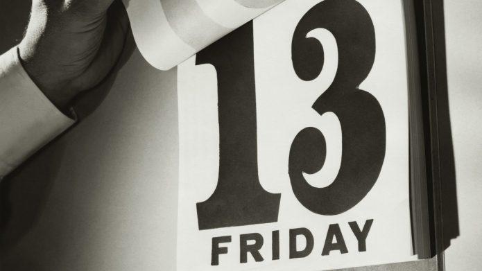 Число 13 на откидном календаре