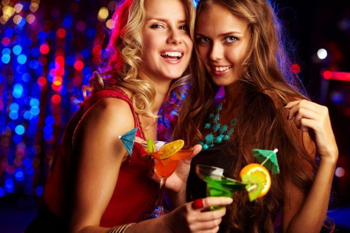 вечеринка, девушки с коктейлями