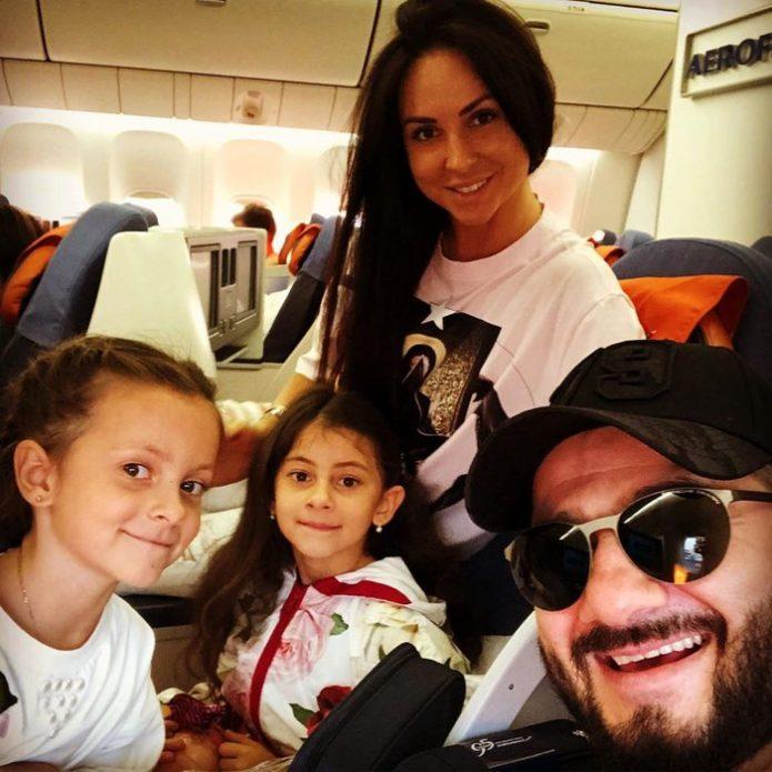 Галустян с семьёй
