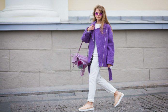 девушка в фиолетовом пальто, фиолетовые луки
