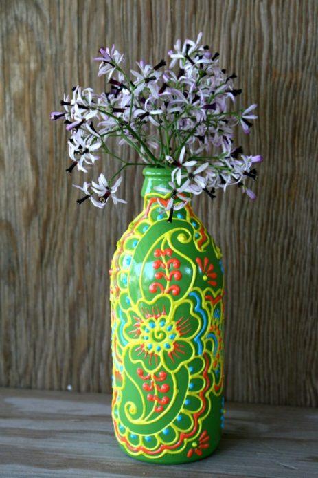 ваза из расписанной бутылки