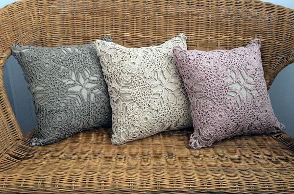 Декорированная подушка