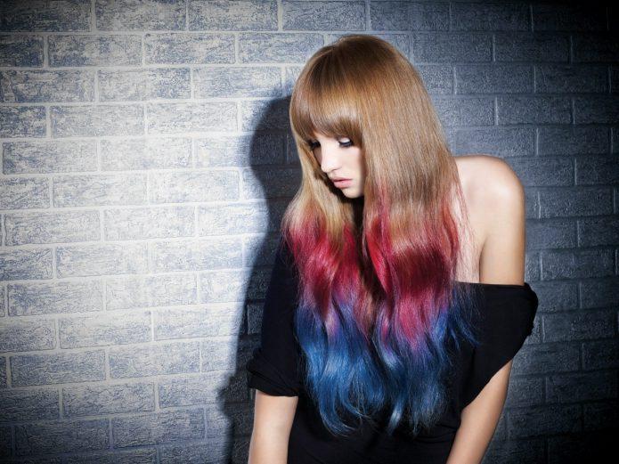 Окрашивание кончиков волос в яркие цвета