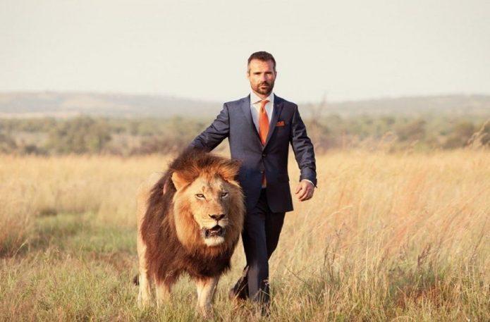 Мужчина со Львом