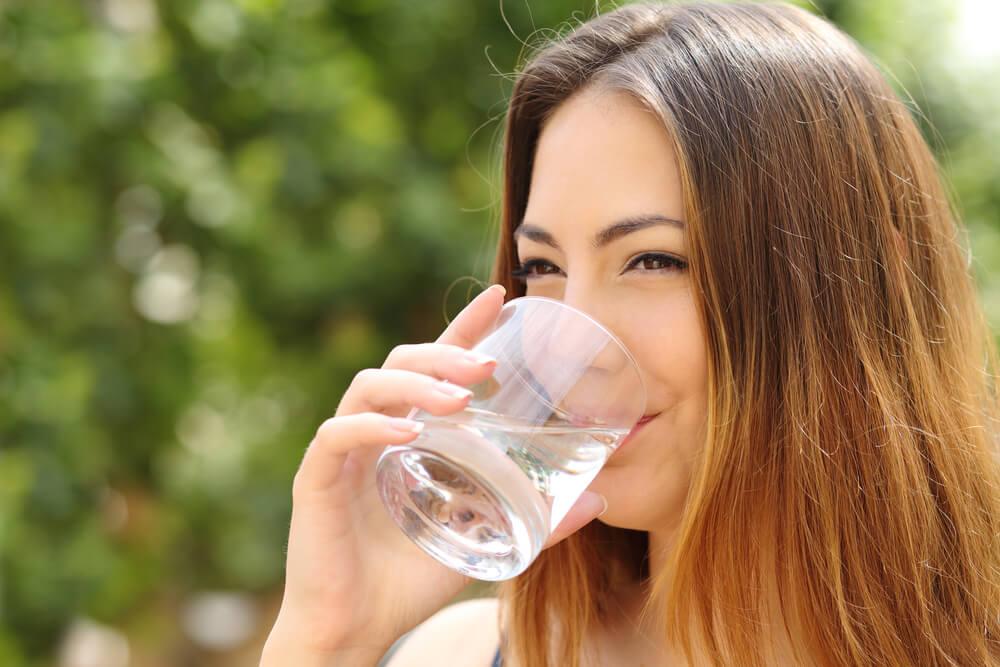 Как пить воду правильно, чтобы она приносила пользу: советы экспертов
