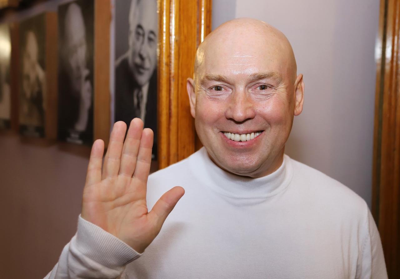 Кто из российских знаменитостей родился левшой