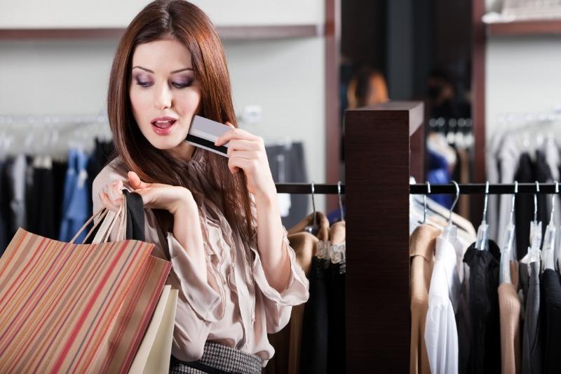 6 необычных способов сэкономить на одежде и не выглядеть простушкой