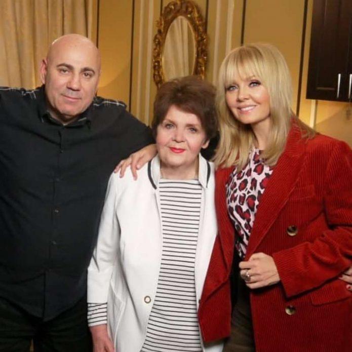 Валерия с мужем и мамой
