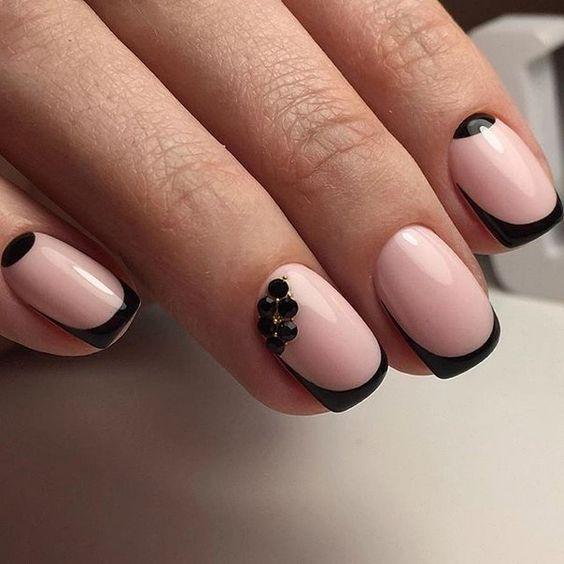 черный френч на розовом фоне