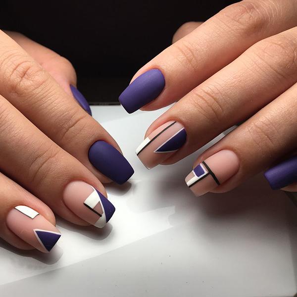 сине-белый дизайн на бежевом фоне