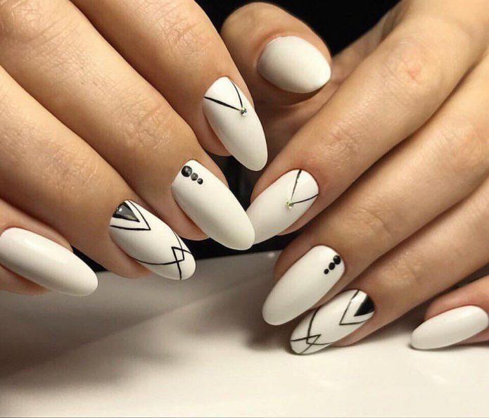 четкие тонкие линии в геометрическом дизайне на белом фоне