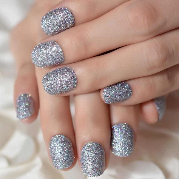 блестящее серебро серого оттенка