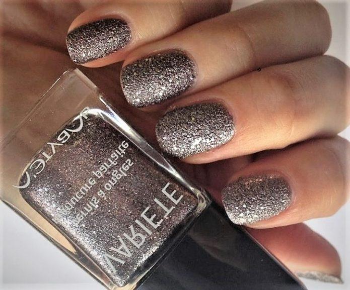 блестящее серебро коричневого оттенка