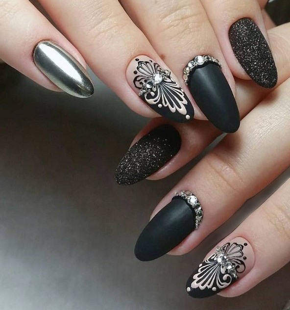 два вида серебра на черном