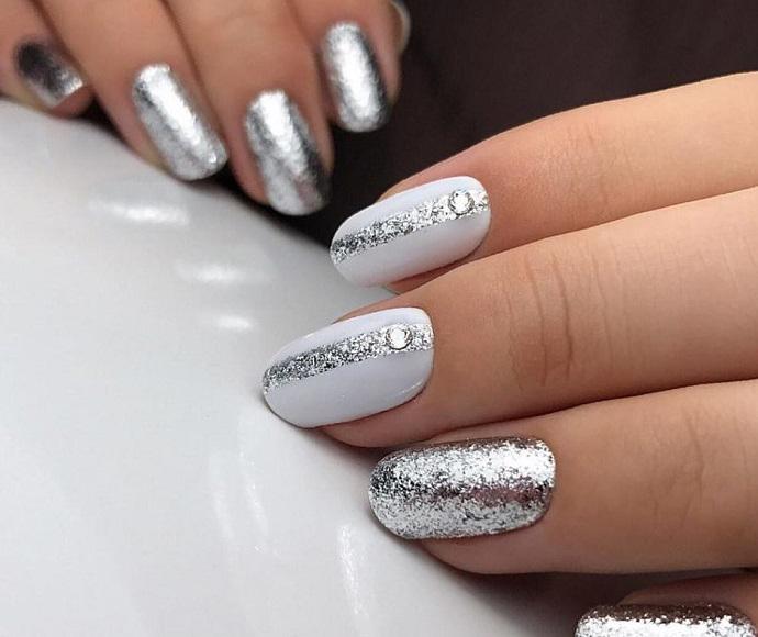 серебро на белом цвете