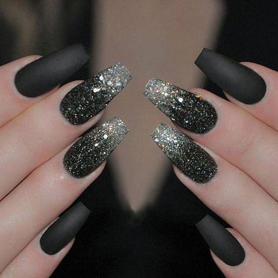 блестящее серебро в виде омбре на черном