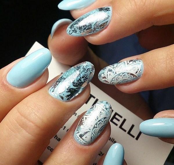 частицы серебра на голубом фоне